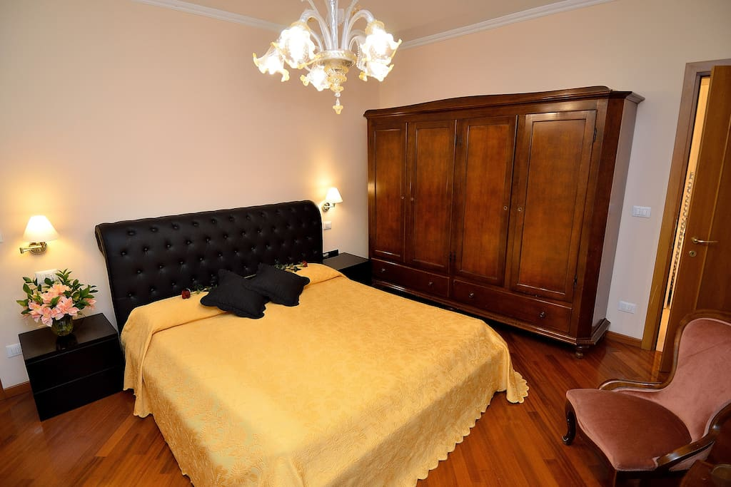 Bedroom (one double bed + one single bed)