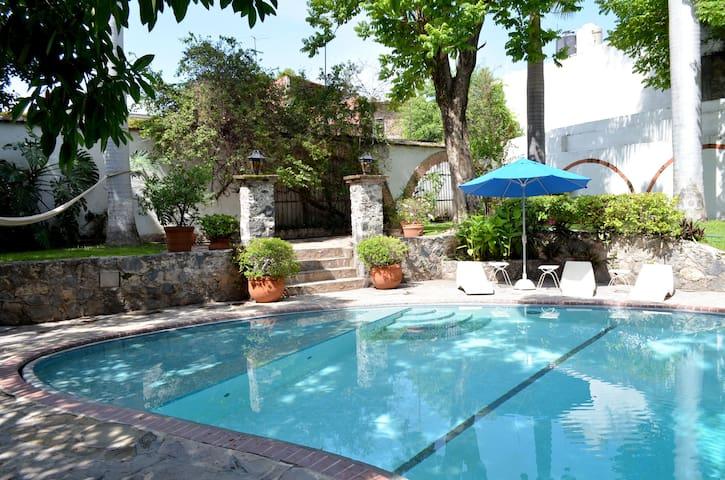 Charming room in Mexican Villa II - Tlaquiltenango - Penzion (B&B)