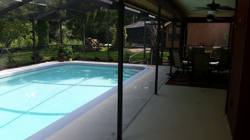 Beautiful Pool Home, great location - Sarasota - Huis