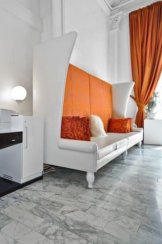 Hotel Vertigo, Deluxe Double Double