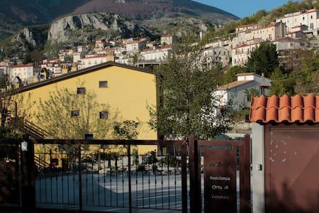 Il Giglio Rosso - Flat with private Garden - Barrea