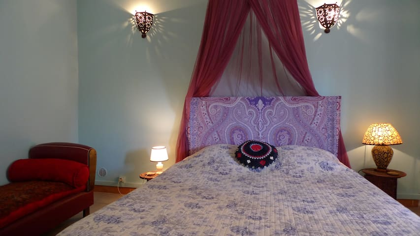 Charm & central loc for up to 4pax - Arles - Bed & Breakfast