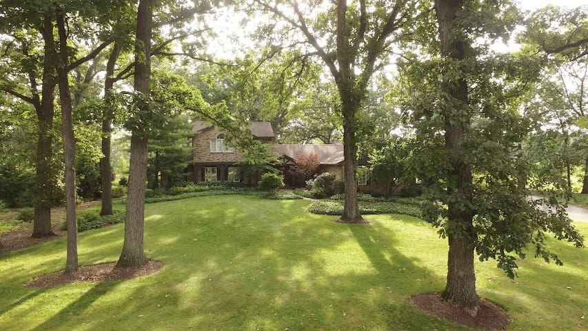 2 1/2 acre Home north of Chicago