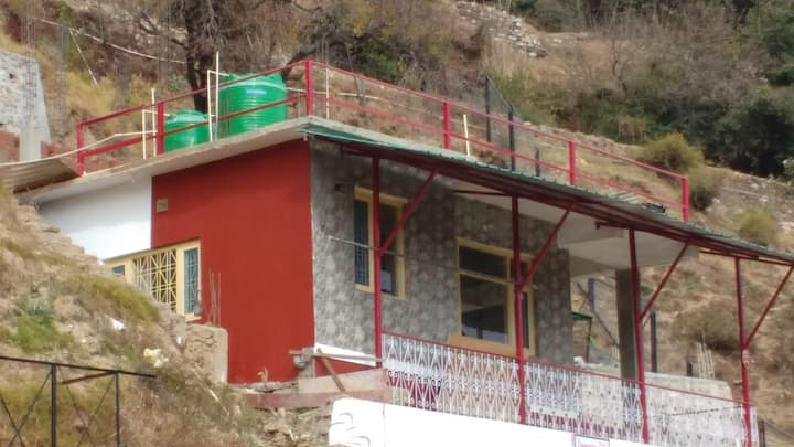 A scenic beauty abode in the great Himalayas .
