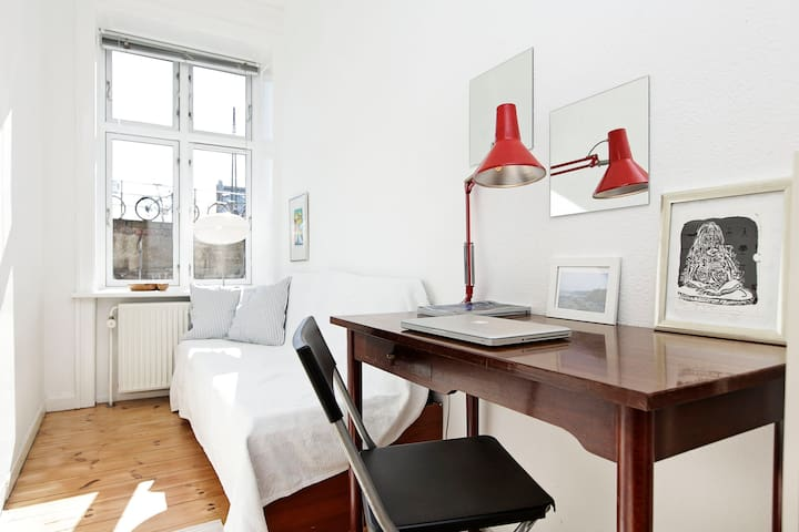 Great room just by Central Station