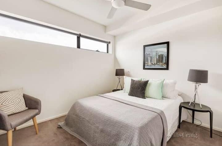 Leafy Parkville Apartment Room