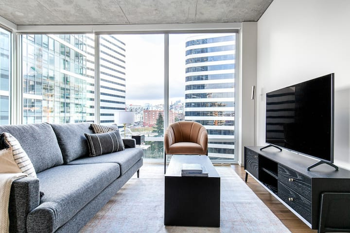 South Lake Union 2BR w/ Gym, walking distance to Space Needle, by Blueground (SEA 82)