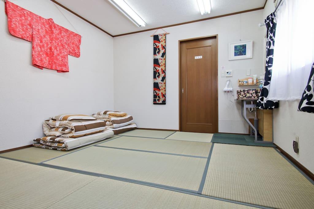 睡在(TATAMI)榻榻米床鋪上健康舒適。
