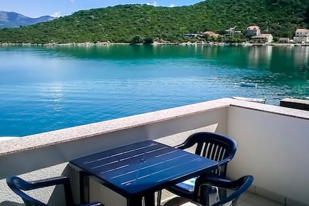 Adrialuka 1BD seafront apartment A8