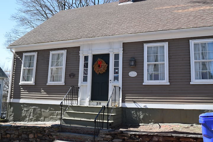 Ultra Historic House 5 mi from Prov - Pawtucket - Casa