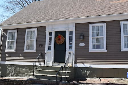 Ultra Historic House 5 mi from Prov - Pawtucket - Rumah