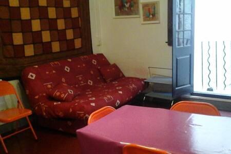 studio centre ville castellane