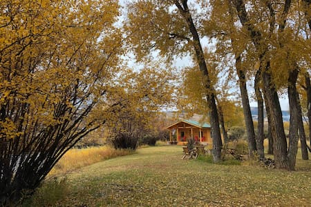 Cabin on the Wind River-flingers & anglers welcome