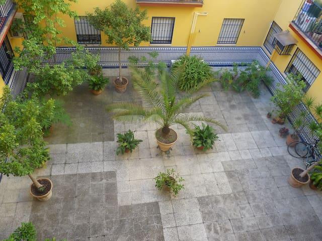 Habitacion en un patio de Triana - Sevilla - Apartment