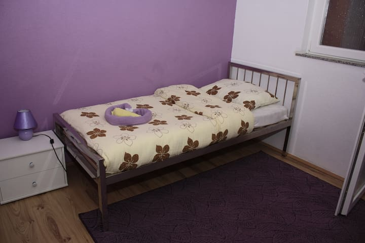 Room with 2 separate beds