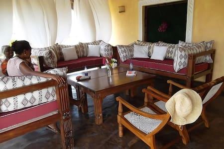 Beautiful sea front villa - Malindi - Dom