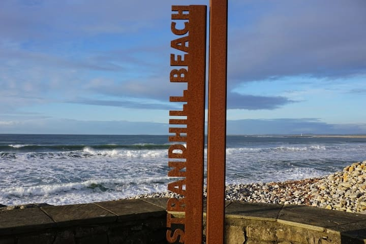 ★ Sleep, Eat, Drink & Surf in the ♥ of Strandhill★