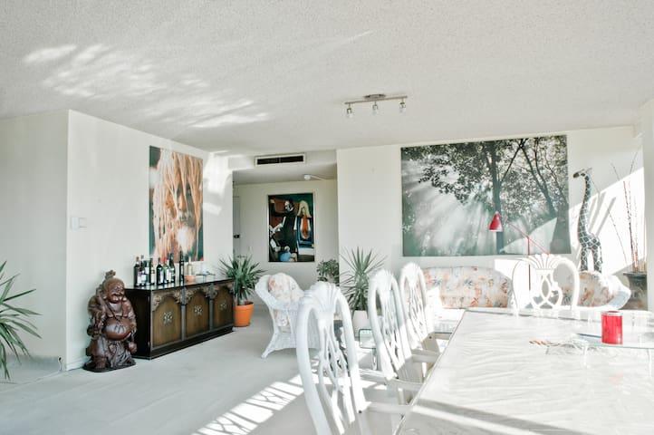 Luxury Penthouse Near StKilda & CBD
