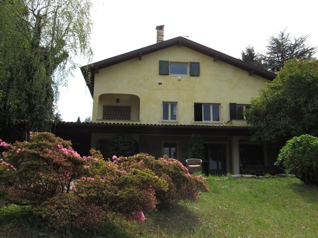 apartment in a nice villa lake view - Castelveccana - Pis