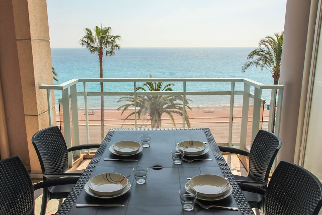 The terrace right on the Mediterranean Sea