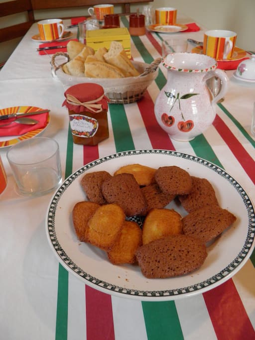 Confitures, yaourts, pains, gâteaux...petit-déjeuner maison !