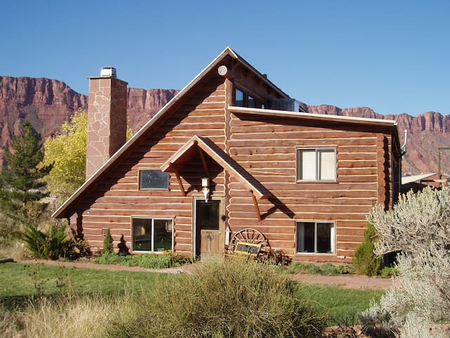 Ranch house close to moab case in affitto a moab utah for Planimetrie per case di 5 camere da letto ranch