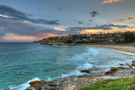 Bronte Beach- right by the surf - ブロンテ