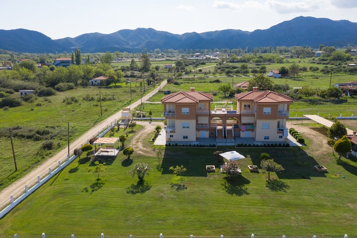 Kontogianni Souzanna apartments-Top floor apart