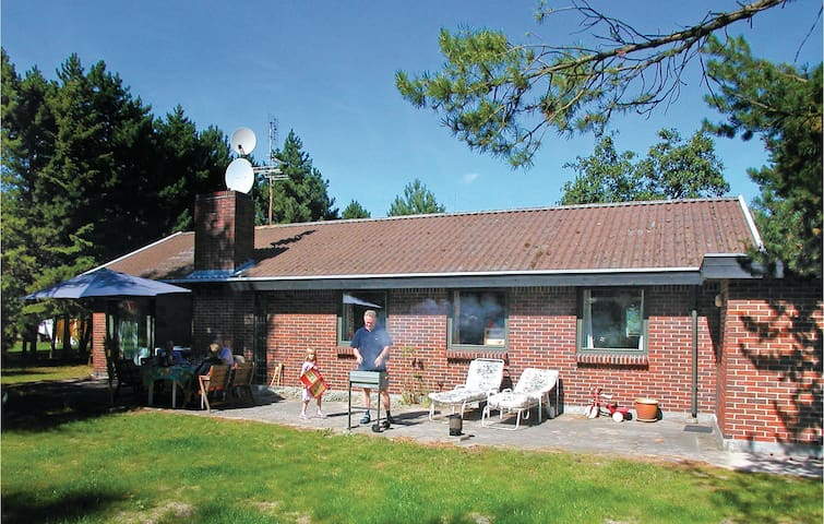Holiday cottage with 3 bedrooms on 130m² in Væggerløse