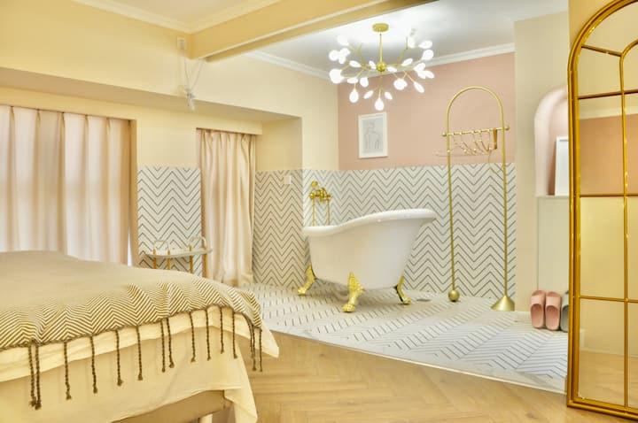 【莉莉安】财富中心/东方时代广场/复古浴缸/百寸高清投影/浪漫一居室