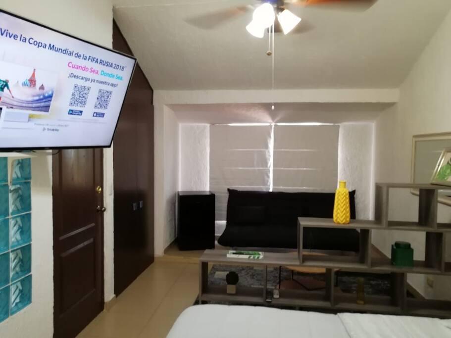 Smart TV with cable access /Netflix TV con servicio de cable / Netflix