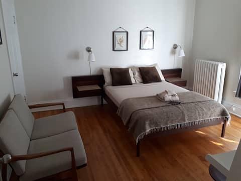 Budget bedroom downtown Ottawa