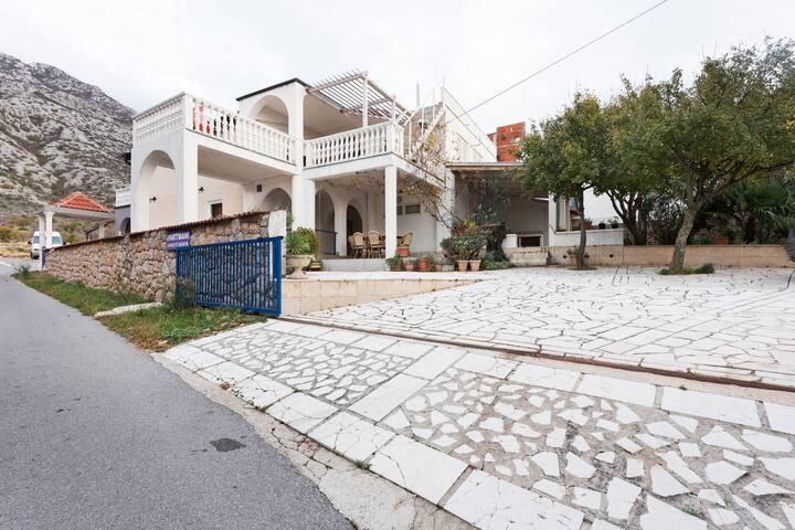 Homespun Apartment in Cesarica with Garden