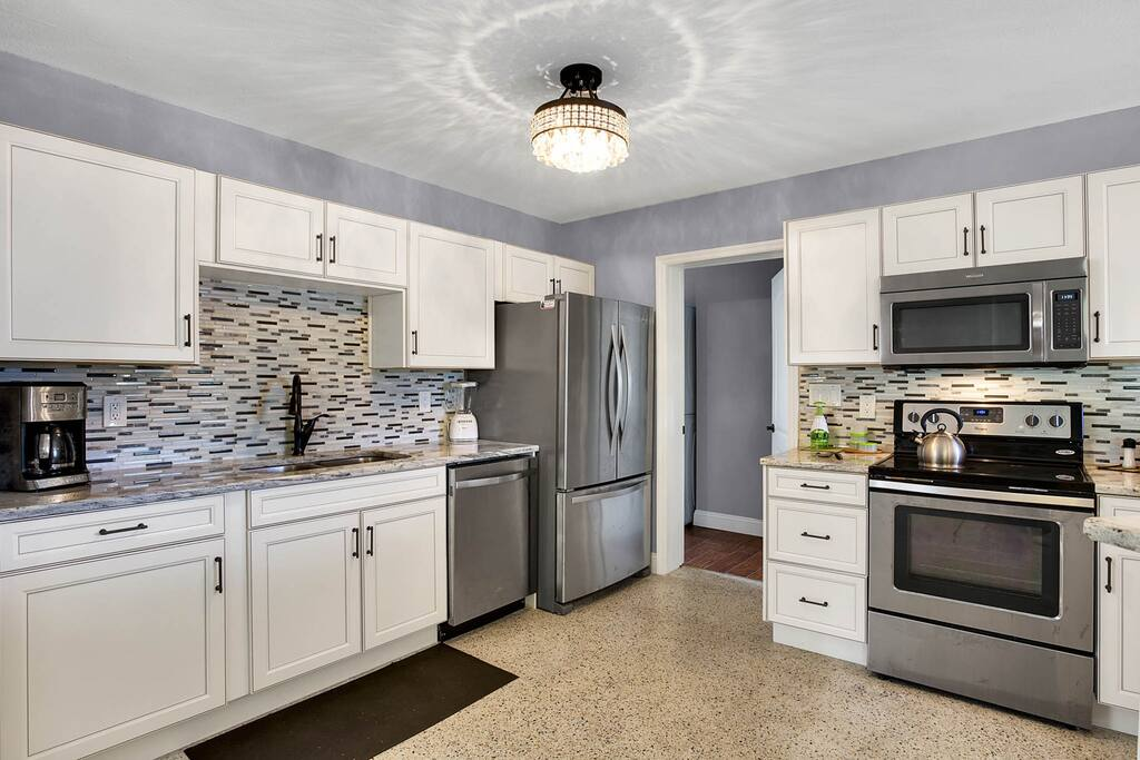 The spacious kitchen with tiled back splash.