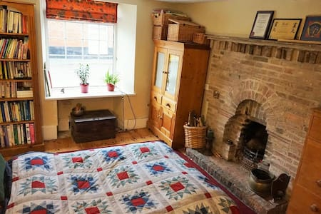 Bell Cottage - double room with open fire - Feltwell - House - 2