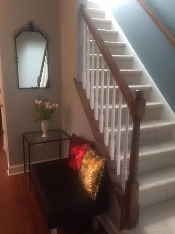 The Mini Palace, Brand New Home in a perfect spot - Cherry Hill - Guest suite