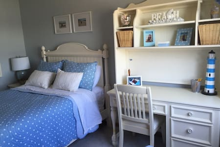 Second bedroom available, full bed. - London - Casa