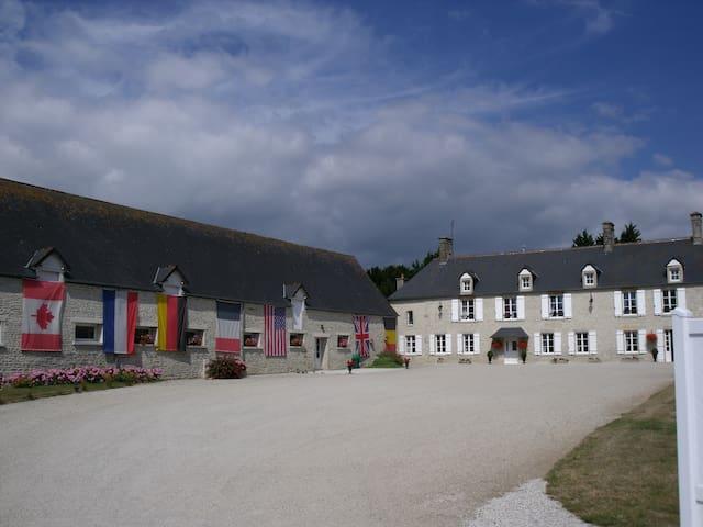 Gîte 4 Km de Sainte Mère Eglise - Turqueville - House