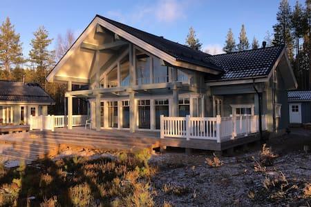 Дом у озера  в Финляндии