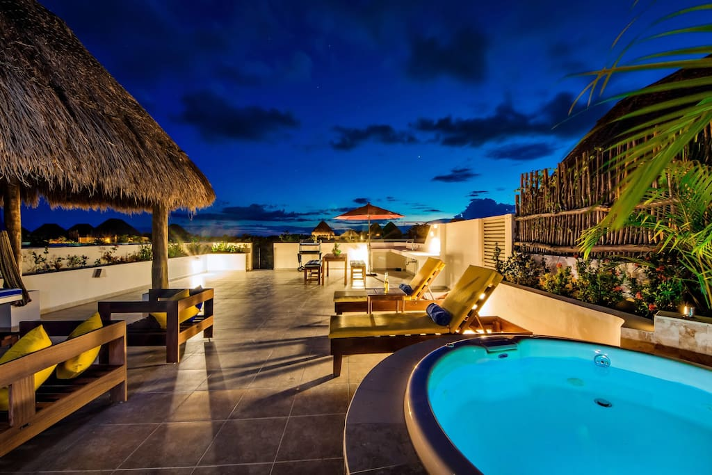 Romance under the stars: Your own private rooftop jacuzzi