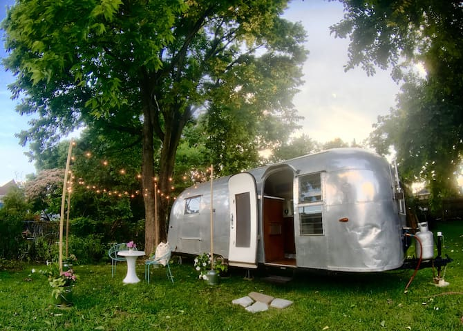 Vintage Airstream/Downtown