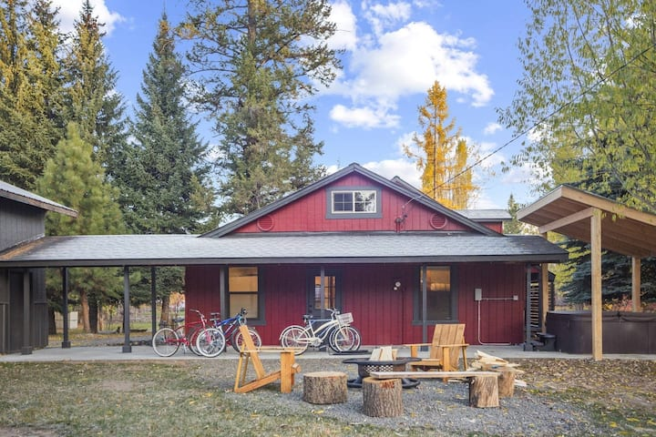 NEW Listing! Experience The REAL McCALL! Hot Tub, Game Room, Fire Pit, Bikes, & More- Deer Hollow