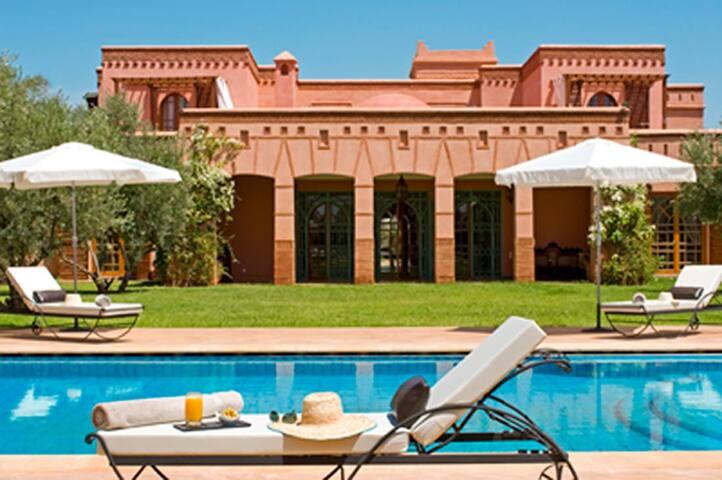 Suite dans villa de rêve au calme - Marrakech - Bed & Breakfast