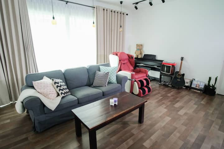 Cozy room家(5mins to Airport,2mins to Shoppingmall)