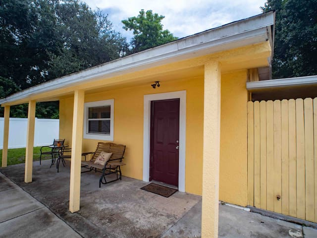 Family & Pet friendly 2 bedroom Guest House