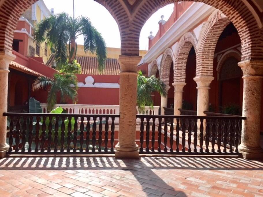 Casa grande colonial casas en alquiler en cartagena for Piscinas portatiles colombia