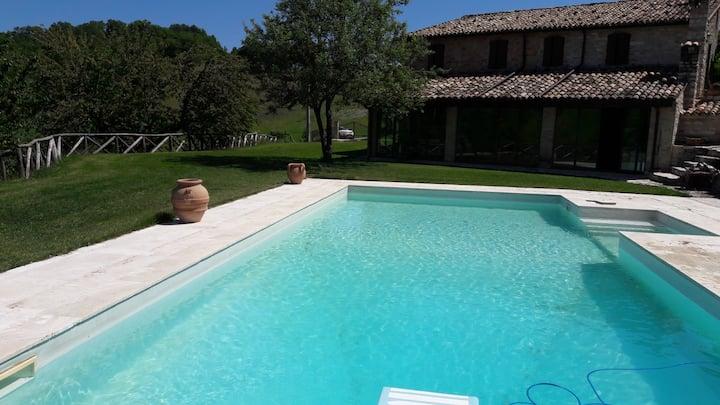 Villa Loriana con piscina e jacuzzi uso esclusivo