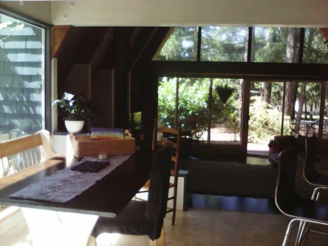 Unique Chalet/Open Concept 3 Bedroom Rustic Home - Port Alberni - Rumah