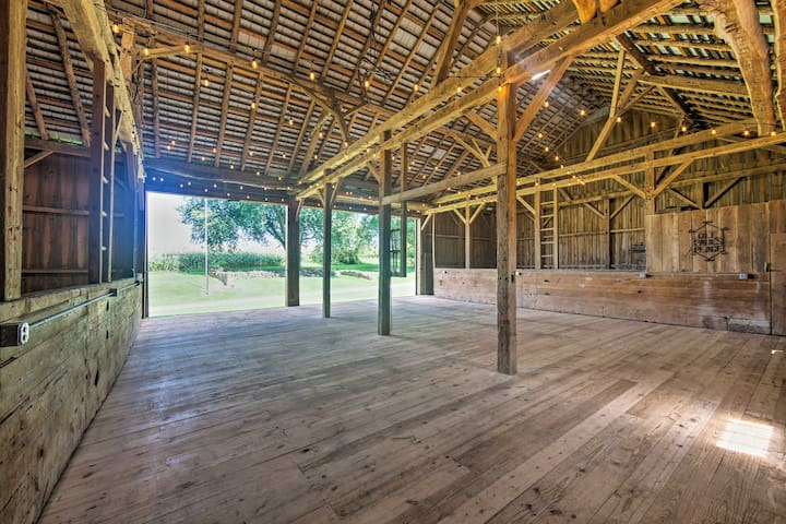 The spacious barn is the perfect space to host a wedding or family reunion!