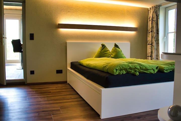 Modernes Garten Appartement im Grünen